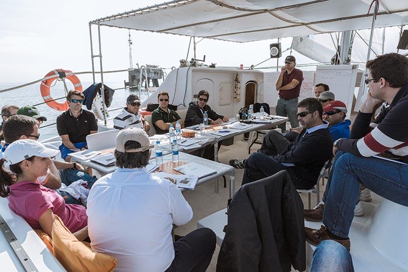 reunion de negocios en barco